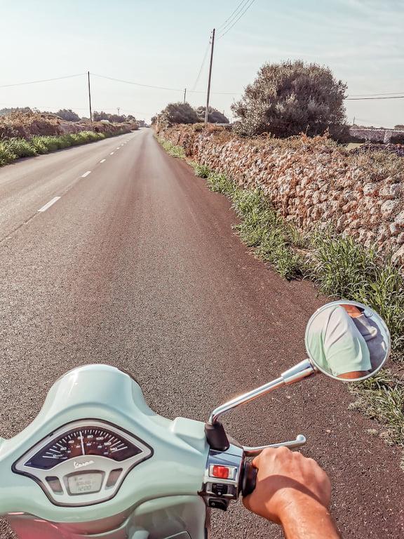 Alquilar moto en Menorca